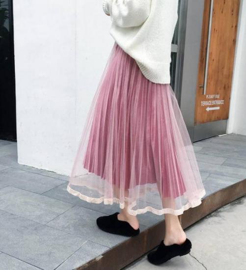 チュールスカートを履いた女性