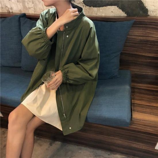 モッズコートを着た女性