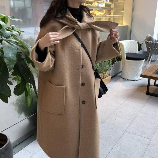 コートを着た女性