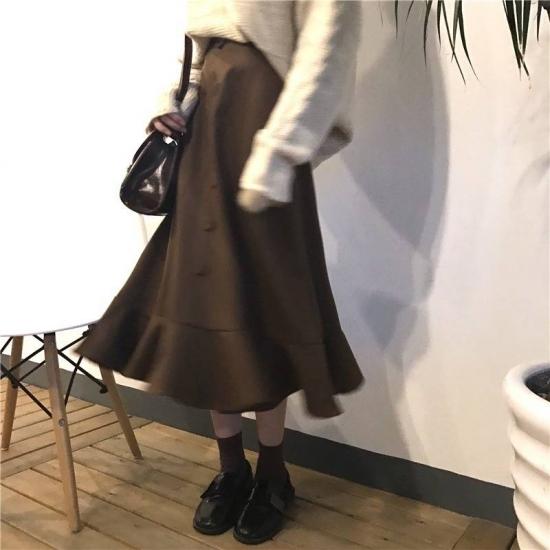 マーメイドスカートを履いた女性