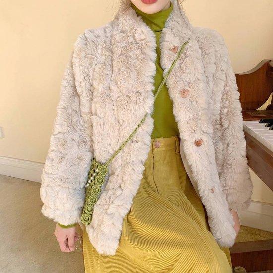 ファーコートを着た女性