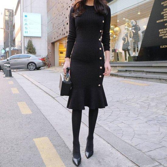 マーメイドワンピースを着た女性