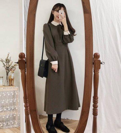 襟付きワンピースを着た女性