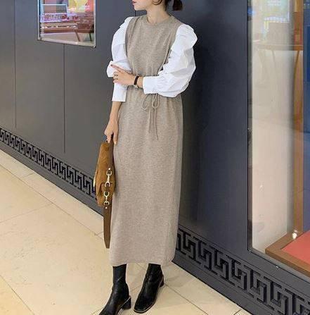 ドッキングワンピースを着た女性