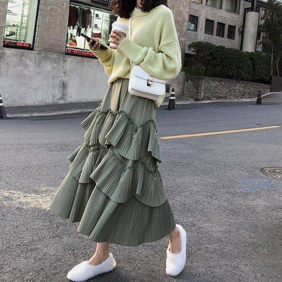 ティアードスカートを着た女性